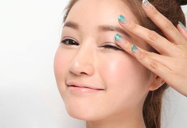 Cắt mí mắt có để lại sẹo không sẽ phụ thuộc vào tay nghề bác sĩ, kỹ thuật thực hiện và chăm sóc hậu phẫu