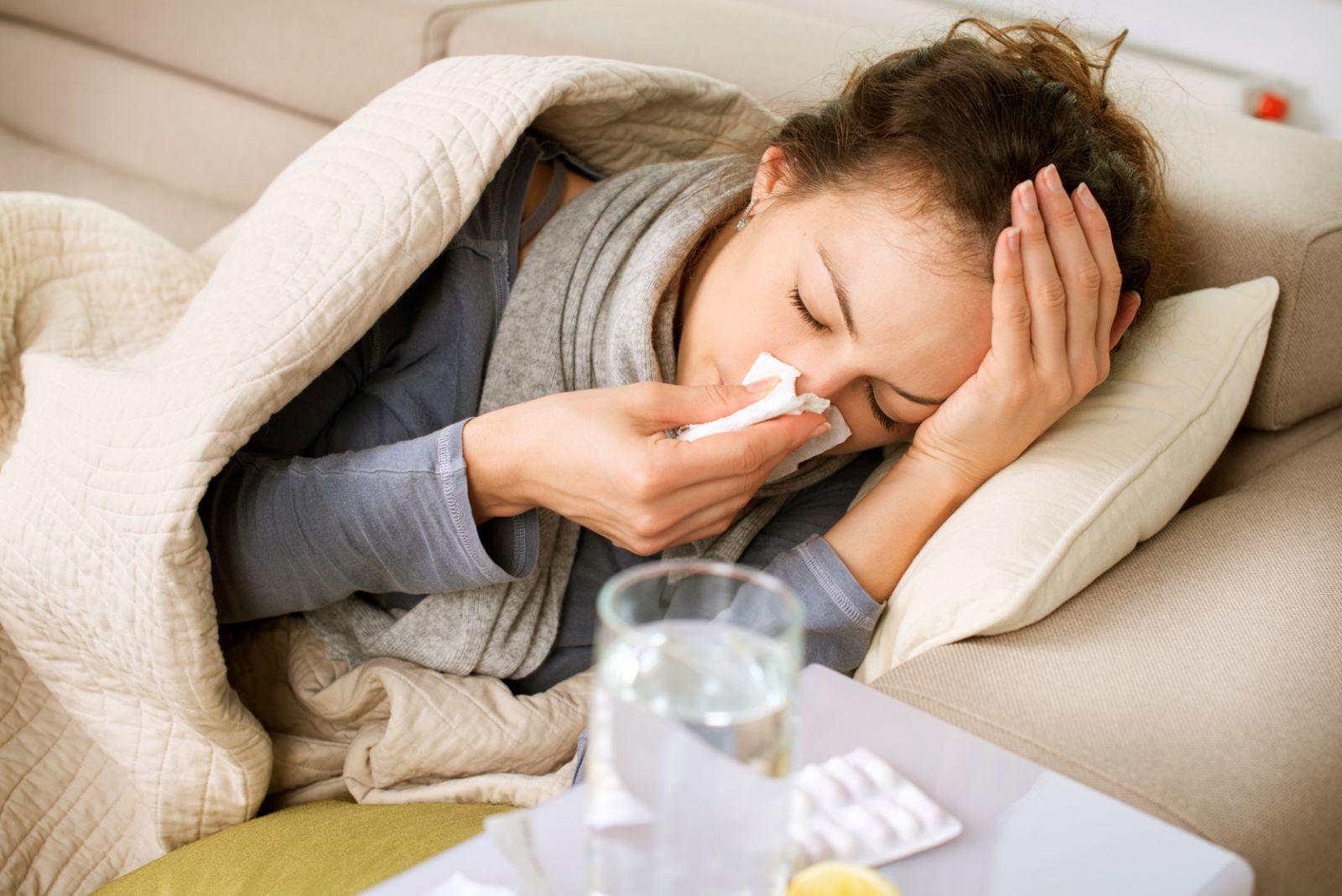 Một số người còn bị tổn thương niêm mạc mũi vì dụng cụ nâng mũi