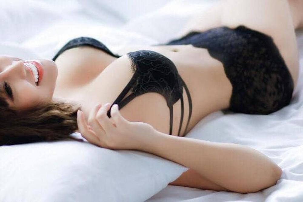 Nằm ngửa là tư thế phù hợp nhất sau nâng ngực