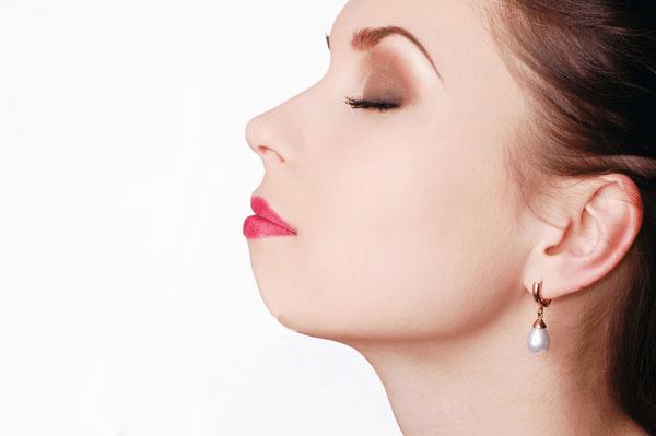 Nếu bạn sở hữu cằm nhiều khuyết điểm, hãy thực hiện phẫu thuật độn cằm để cải thiện đường nét gương mặt