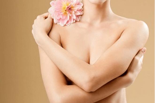 Làm hồng nhũ hoa bằng đu đủ và mật ong
