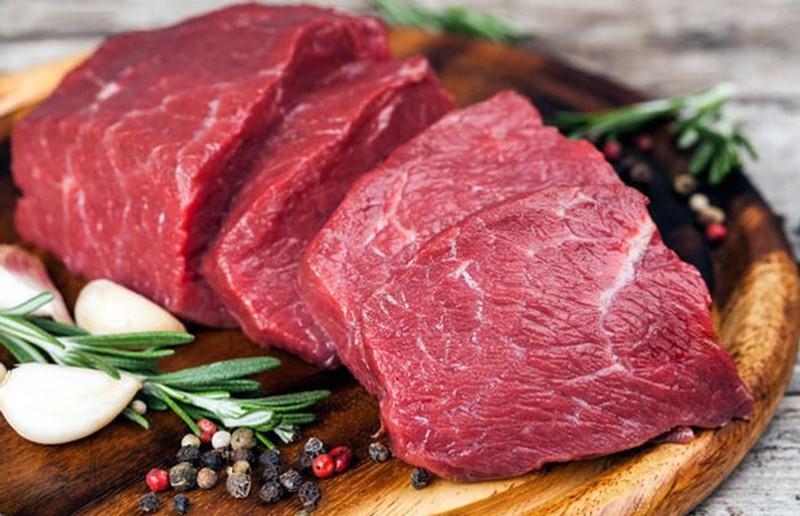 Thịt bò là một trong những thực phẩm chị em nên kiêng ăn tuyệt đối sau nâng ngực thời gian đầu
