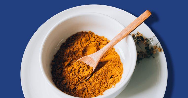 Kết hợp dầu dừa và tinh bột nghệ