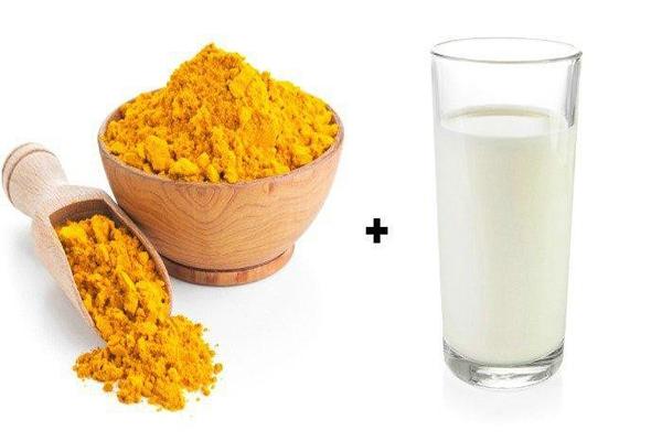 Bạn cũng có thể dùng nghệ tươi giã nát kết hợp với sữa chua hoặc sữa tươi