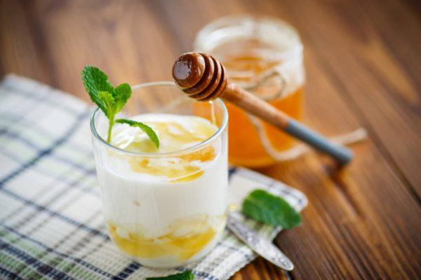 Bạn có thể áp dụng công thức mật ong và sữa chua
