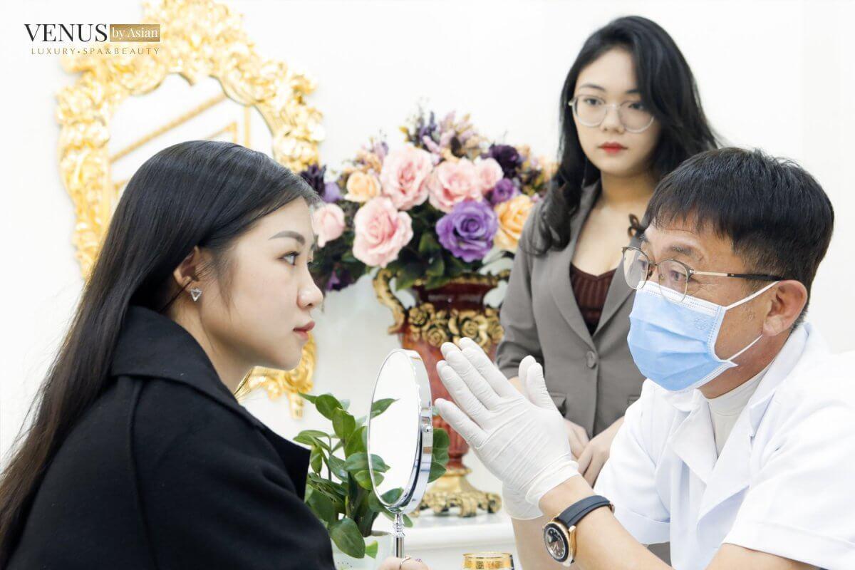 Bác sĩ tư vấn dáng mũi Vesform cuốn hút, thời thượng, hài hòa với gương mặt