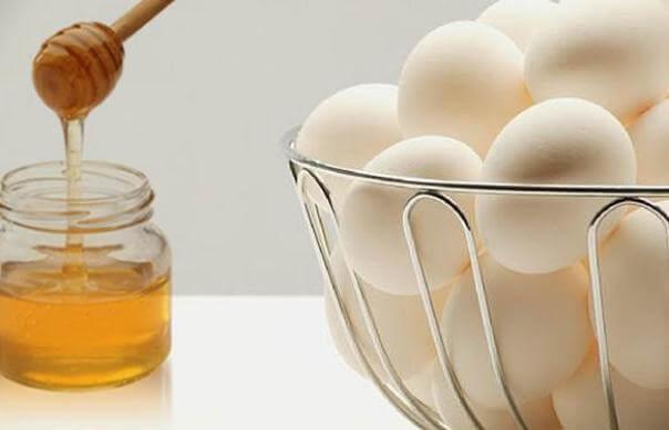 Lòng trắng trứng và mật ong mang lại hiệu quả tuyệt vời cho làn da