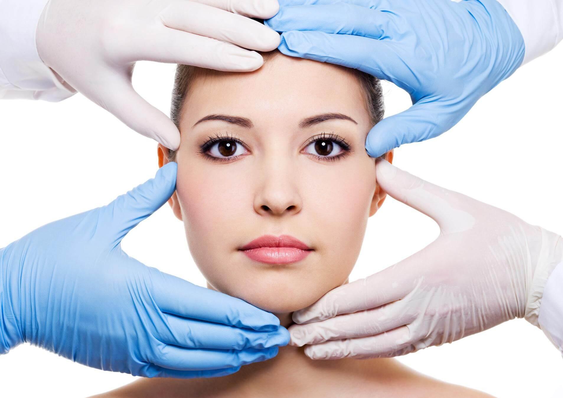 Căng da mặt nội soi cắt bỏ da thừa có đau không?