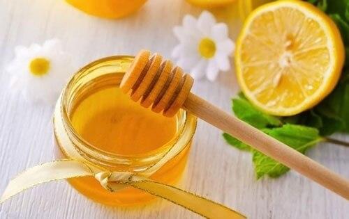 Điều trị viêm nang lông bằng mật ong