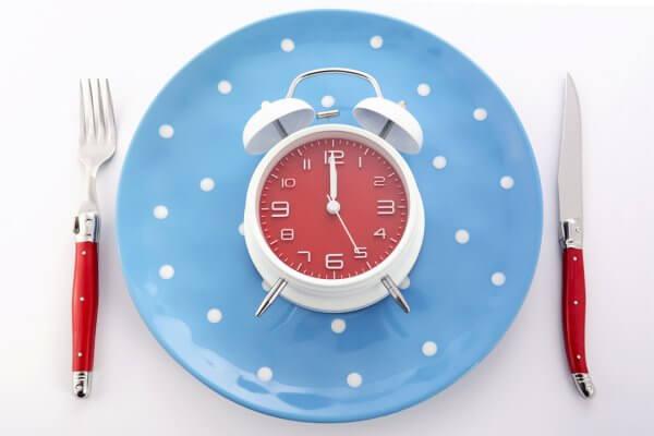 Ăn đúng giờ là điều cần tuân thủ nếu muốn giảm mỡ bụng