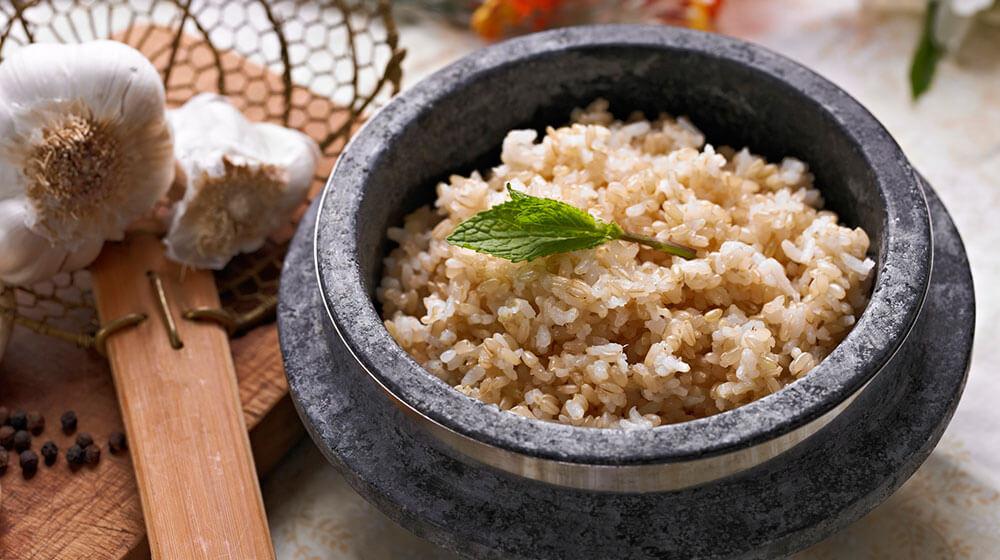Gạo lứt nên được bổ sung vào thực đơn ăn kiêng giảm mỡ bụng
