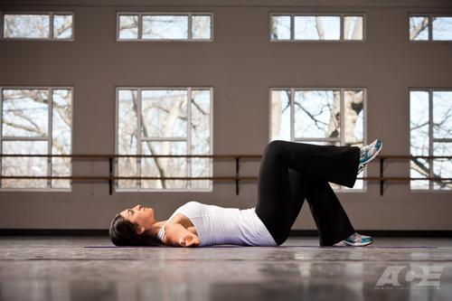 Bài tập Supine Leg Marches giúp giảm mỡ bụng hiệu quả