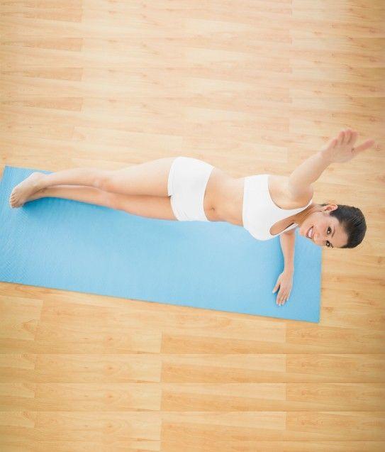 Thực hiện động tác Side Plank giảm mỡ bụng