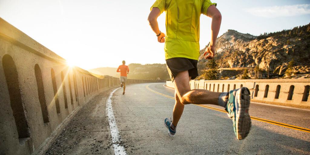 Đi bộ, chạy bộ vào buổi sáng và tối