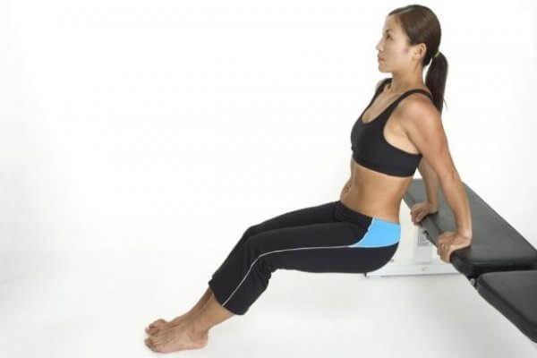 Thực hiện các bài tập giảm mỡ bụng sau sinh