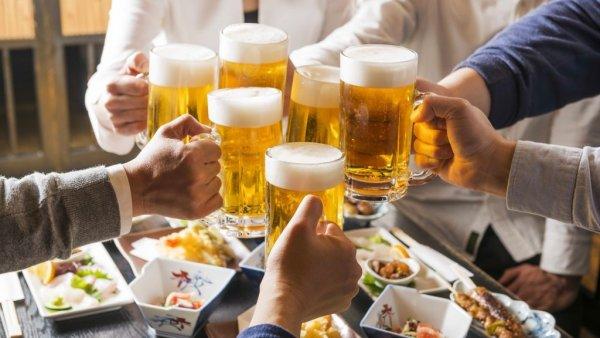 Uống rượu bia nhiều là nguyên nhân tăng cân ở nam giới