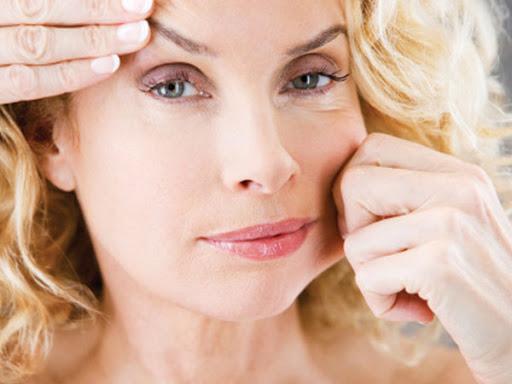 Da mặt bị chảy xệ sẽ bắt đầu xuất hiện ở tuổi 25 (hình minh họa)