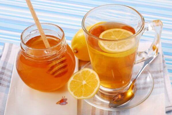 Detox giảm mỡ bụng từ chanh và mật ong cũng được nhiều người lựa chọn