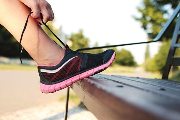 Lựa chọn giày dễ chịu để hiệu quả đi bộ tốt hơn