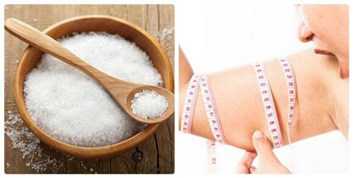 Massage bằng muối giúp giảm béo đùi bắp tay bắp chân