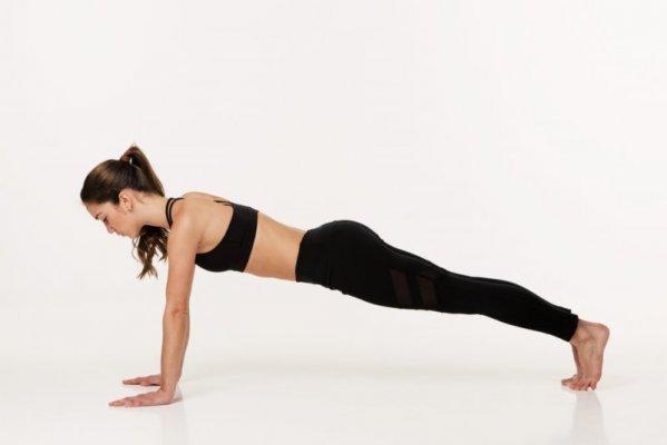 Plank pose giúp giảm mỡ bắp tay và vai nhanh chóng