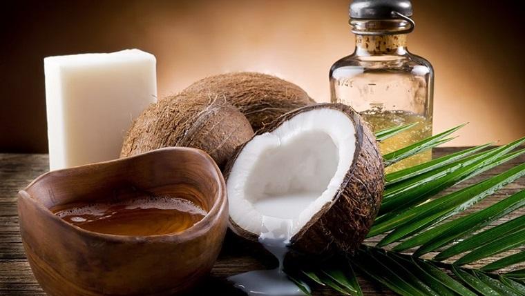 Dầu dừa có khả năng thẩm thấu sâu để cải thiện các mô liên kết của da