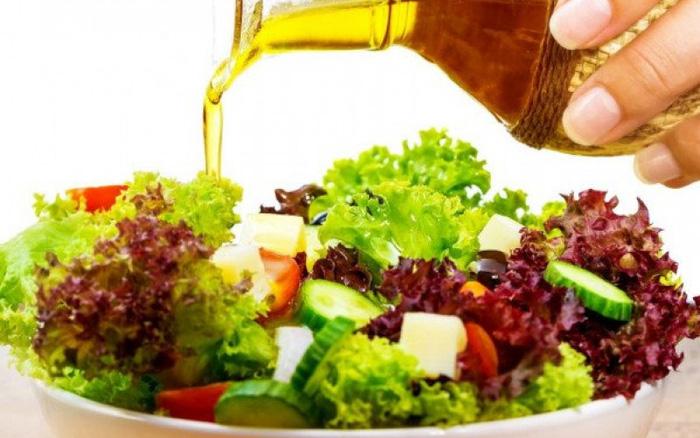 Giảm mỡ bụng bằng dầu dừa làm salad