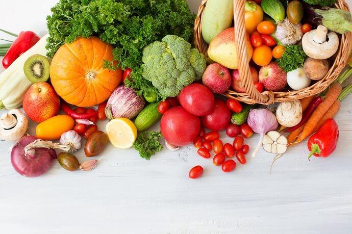 Trái cây và rau xanh làm làn da mịn màng, hạn chế mụn dậy thì