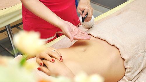 Dùng tinh dầu massage để đánh tan mỡ bụng