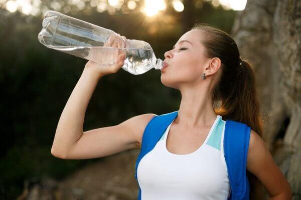 Uống nhiều nước sẽ khiến cơ thể của bạn ít cảm giác bị đói