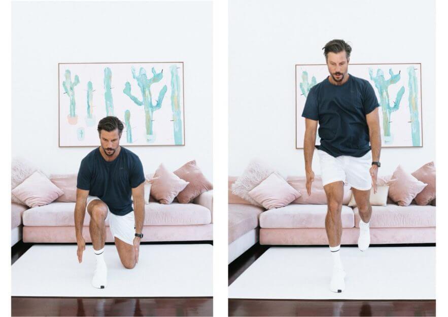 Động tác nhảy tách đôi chân