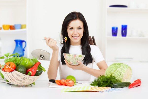 Chế độ ăn uống cũng ảnh hưởng rất nhiều đến việc tích mỡ ở đùi và bắp chân