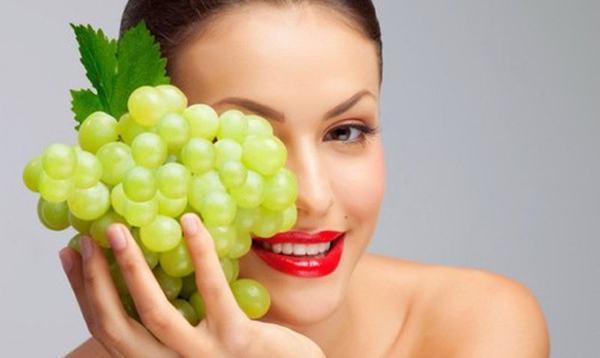 Sử dụng nho để chăm sóc da mặt, giảm nếp nhăn