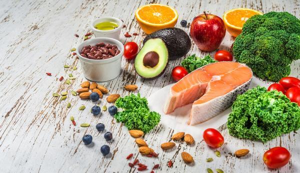 Thực đơn ăn uống khoa học cải thiện làn da mụn rõ rệt