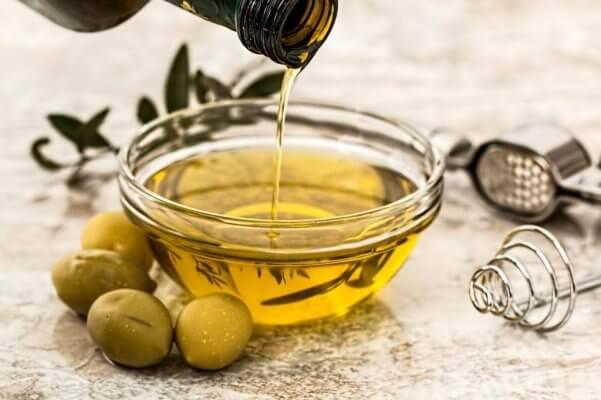 Dầu oliu được sử dụng nhiều trong các sản phẩm chăm sóc tóc và da