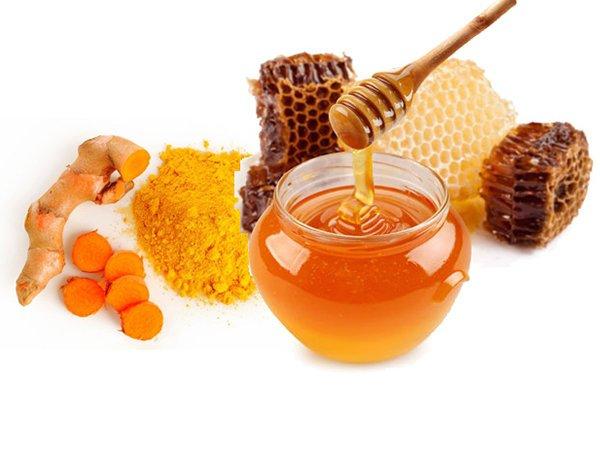 Mật ong kết hợp với nghệ giúp đánh tan mỡ bụng