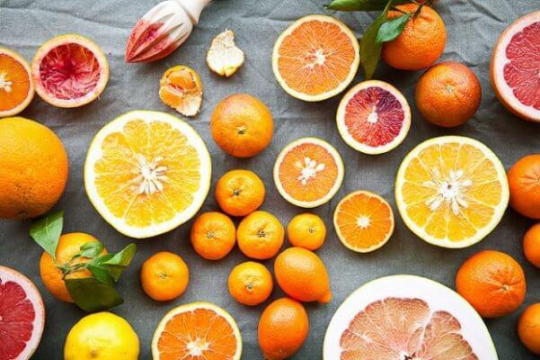 """Rau xanh và trái cây họ cam quýt ngăn ngừa tình trạng """"khô hạn"""" ở vùng kín"""