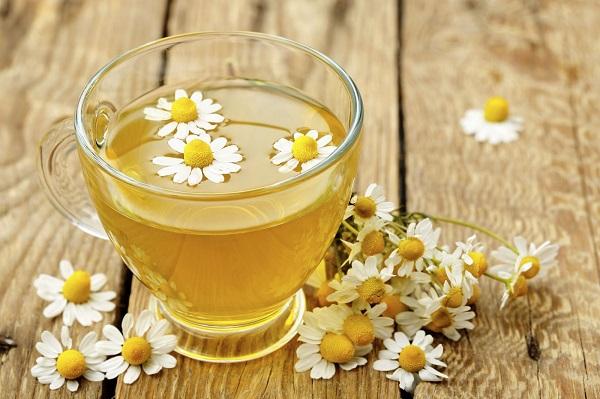 Cách làm trắng da bằng hoa cúc và mật ong