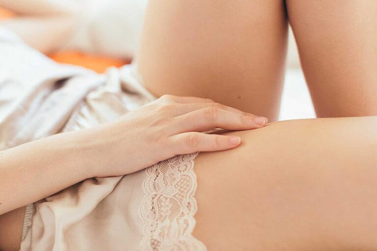 Cách trị mùi hôi ở vùng kín sau sinh là tránh quan hệ vợ chồng