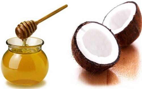 Dầu dừa kết hợp với mật ong dưỡng môi vô cùng hiệu quả