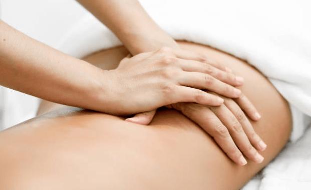 Massage bụng với dung dịch nước muối