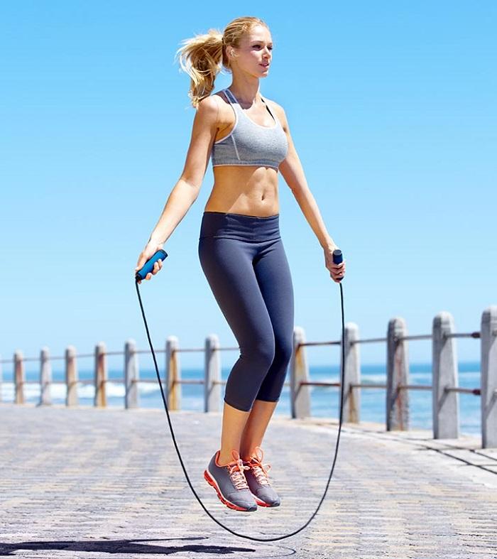 Các động tác nhảy dây giảm mỡ vùng bụng