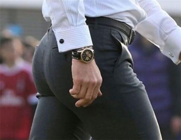 Ngồi nhiều và mặc quần chật cũng sẽ khiến mông nhỏ