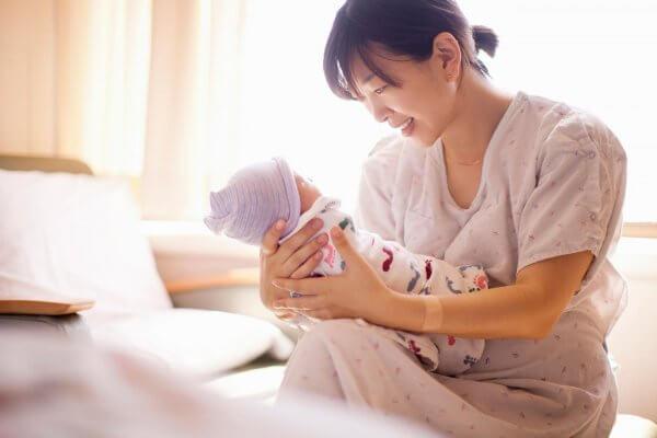 Bí quyết giảm mỡ bụng sau sinh: cho con bú từ sớm