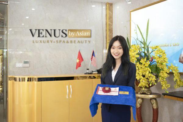 Khách hàng điều trị rạn da bằng công nghệ Laser Ultrapulse tại Venus by Asian