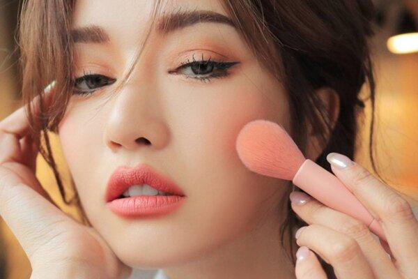 Make-up che đi phần nào gò má cao