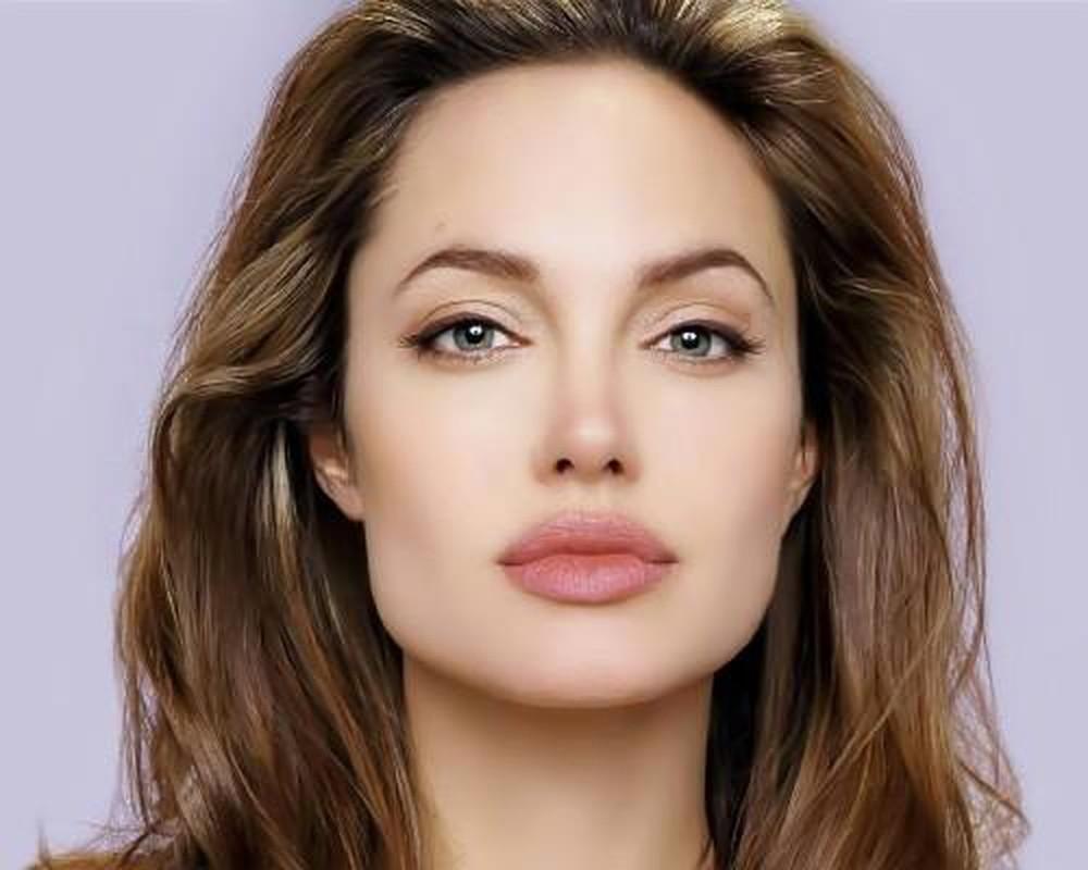 Makeup nhẹ nhàng có thể hạn chế khuyết điểm gò má cao