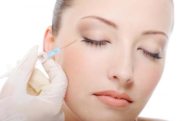 Tiêm botox là phương pháp hạ gò má được nhiều chị em quan tâm