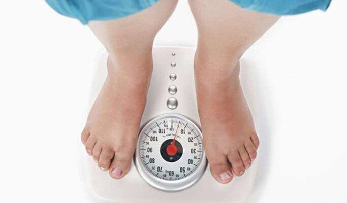 Tăng cân không chỉ ảnh hưởng đến sức khỏe mà còn làm tăng nguy cơ xuất hiện rạn da