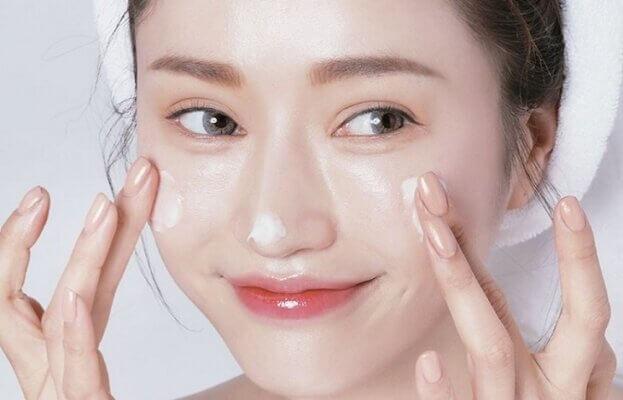 Không có một quy chuẩn nào cho việc sau sinh bao lâu thì chăm sóc da mặt